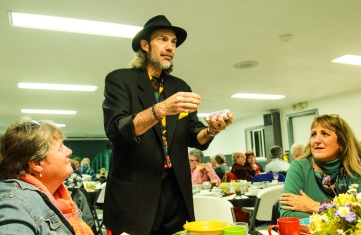 A magician entertained the diners.