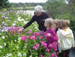 MG volunteer with kids